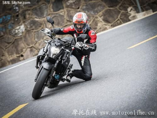 进阶利器小钢炮 试驾春风400NK摩托车