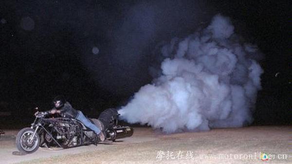 安装涡轮增压的摩托车 尾气会喷火